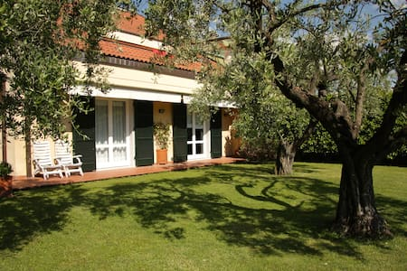 AGAVE B&B: Relax tra terra e mare - カラーラ