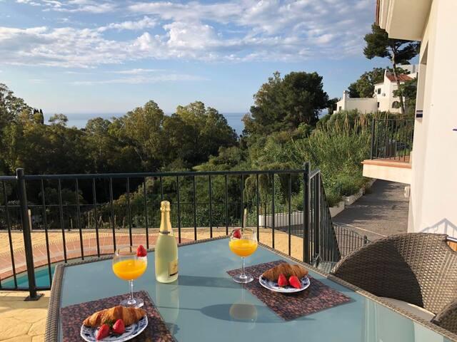 N&A Benalmádena Stunning 2BDR Villa with Sea Views