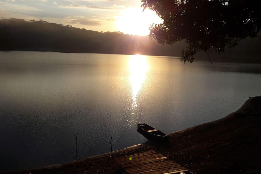 Aqui você verá o NASCER DO SOL e o NASCER DA LUA no Lago da Serra - Chamo este lugar de MÁGICO - Venha Relaxar por preço justo - pertinho de você - economize com vôos - tempo de translados em Aeroportos - em 40 min estará em Curitiba - No Alto da Serra