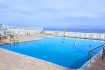 AMAZING POOL FACING THE OCEAN AND WITH DIRECT ACCESS TO THE BEACH!