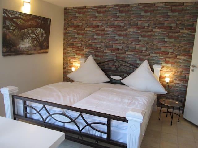 Gartenzimmer mit Doppelbett 180cm breit