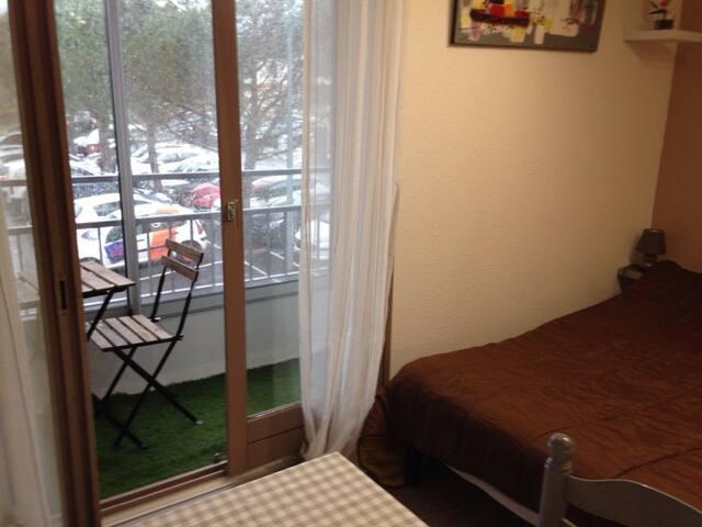 Studio meublé avec balcon et wifi - Lamalou-les-Bains - Apartment