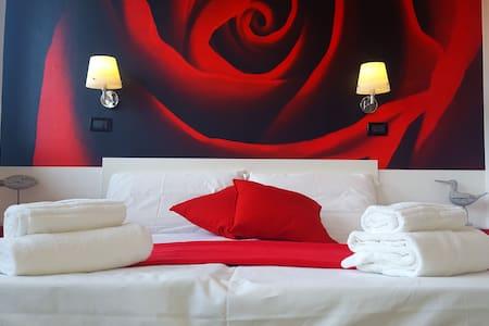DOUBLE OR TWIN ROOM ON LAKE GARDA - Salò