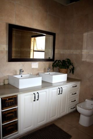 Double sinks for our Baobob Double Room