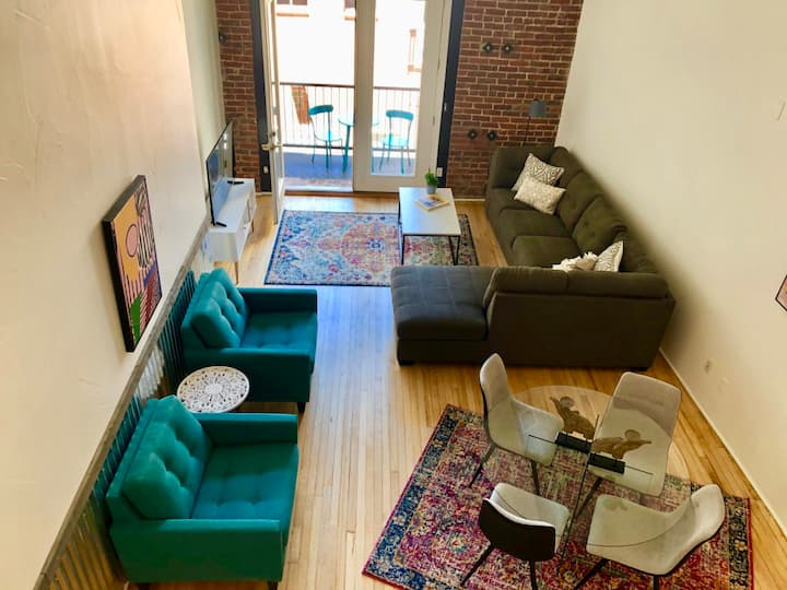 HIDDEN GEM Modern Massive Loft - Your WFH Home!