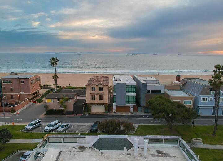 Huntington Beach House Just Steps from Sandy Beach