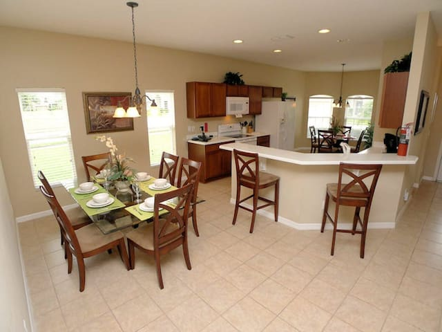 Westhaven 4/3 Pool Home property, fully furnished, with full kitchen, and all linens and towels. - DAVENPORT - House