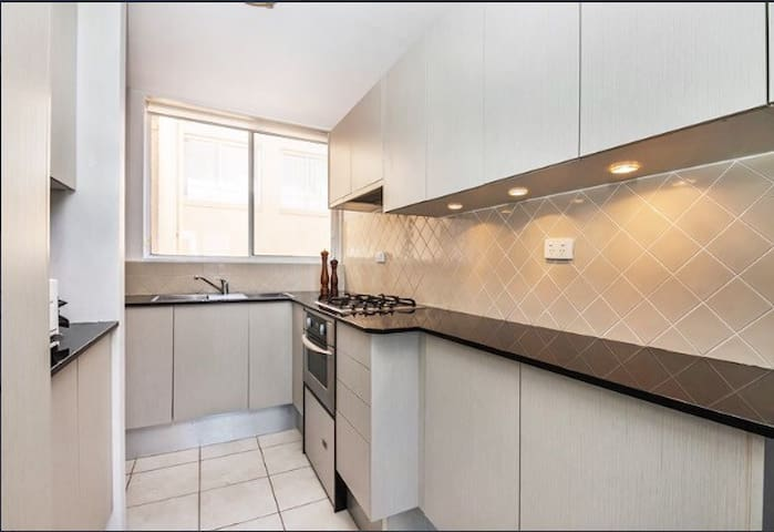 Charming room in gorgeous apartment - Queenscliff - Daire
