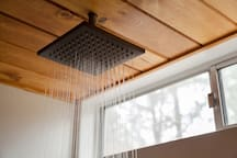 The overhead rain shower – Perfect after a long day at the slopes or exploring the forest.