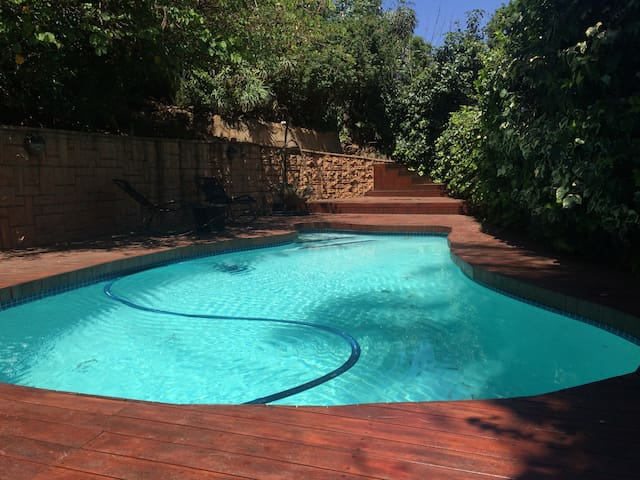 Private, central, tree lined studio - Johannesburg - Hus