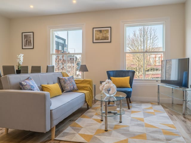Fabulous Victorian house for 7 in Ealing