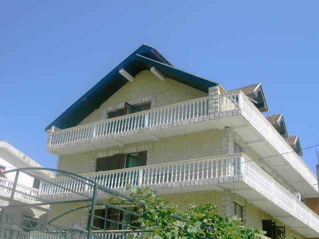House or Apartemant - Bar - Apto. en complejo residencial
