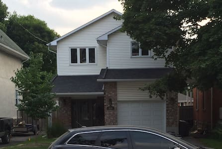 Located in Trendy Westboro Area (King size bed) - Ottawa - Talo