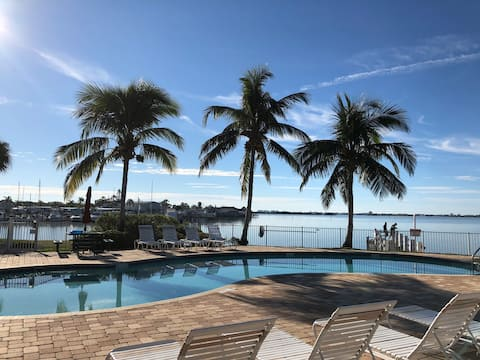 Beautiful Waterfront Condo with Great Views!