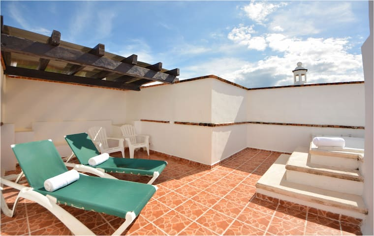 Last Minute Price, Central, Private Rooftop, Pool