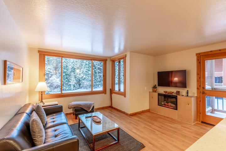 NEW LISTING! Modern 1 bedroom in Ski Trails
