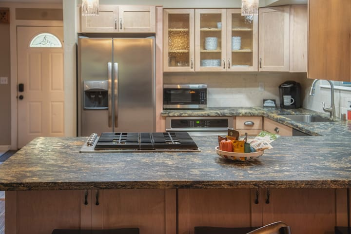 TAHOE GETAWAY - NEWLY REMODELED - SPECIALS OFFERED