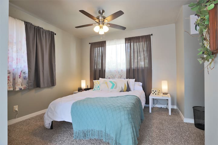 Stay in Lovely In-Law with Prime Denver Location!