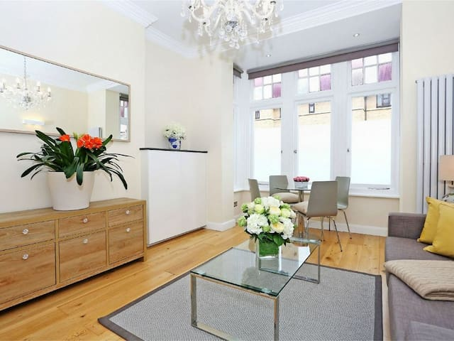 Room available in luxury modern ground floor Flat