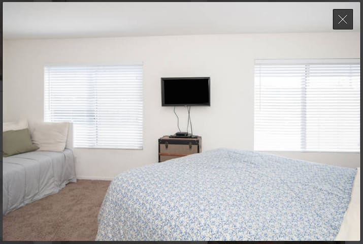 Spacious Private Room w/ Queen Bed by the Beach! - San Diego - Apartment