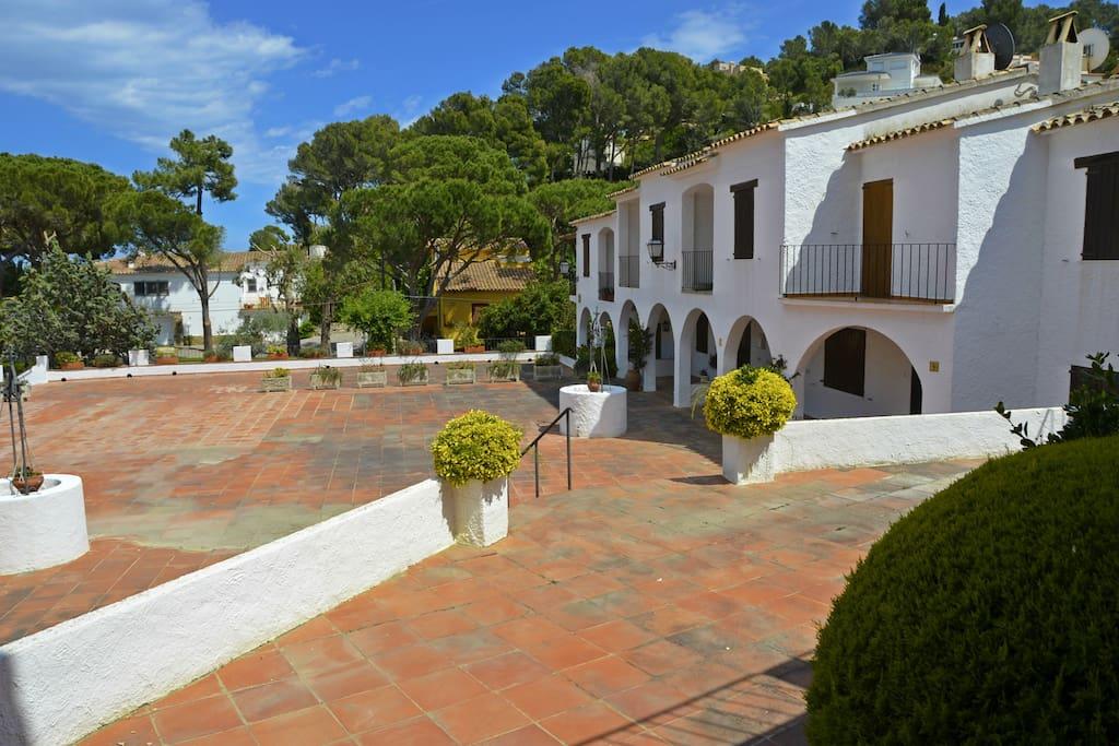 plaza de la zona comunitaria-SA PUNTA COSTA BRAVA