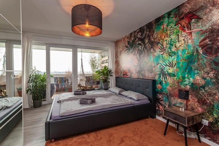 Lichtdurchflutete Wohnung mit Blick über Hannover