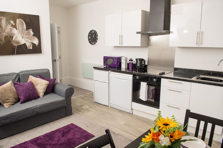 Moseley Mews Village Suites - WORK FROM HOME!!!