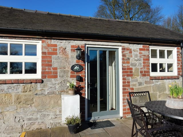 Daisy Cottage close to Alton Towers