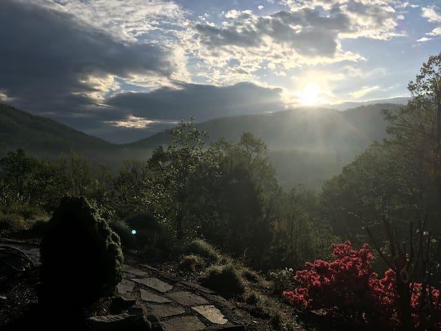 Le Grange Rouge Asheville, Mountain Views