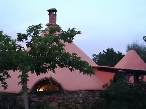 Bo i Nuragic House mellom hav og fjell