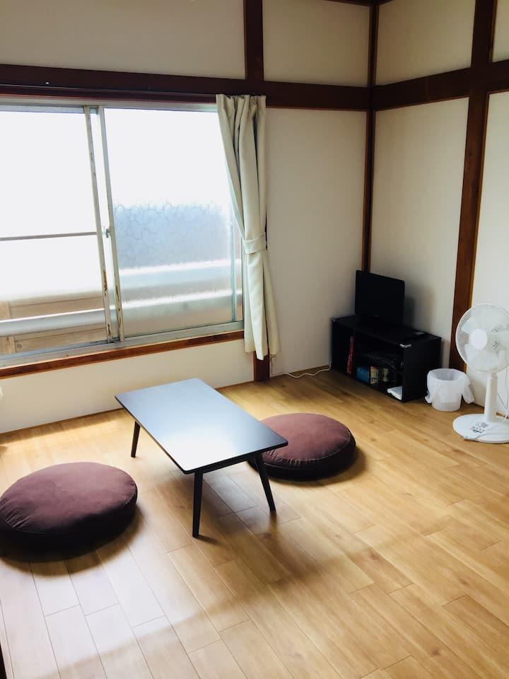 《202》【安い】【清潔】【便利な立地】【ペットOK】Kawamura Apartment
