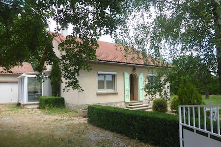 Villa dans petit village du Larzac
