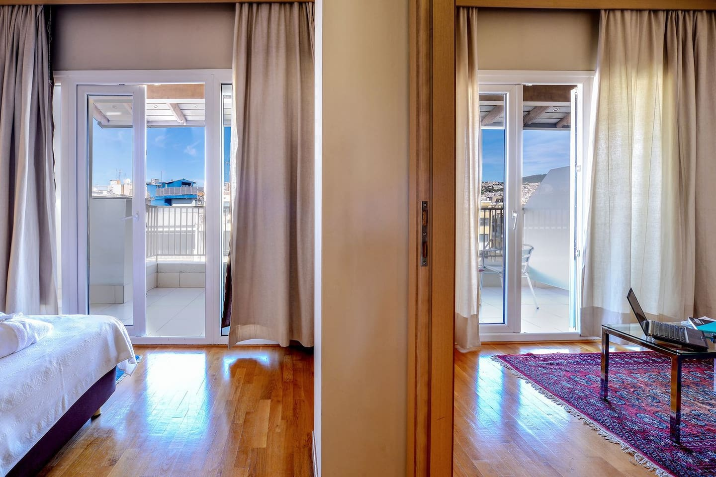 The Penthouse Suite City View is situated on the highest floor of the Astoria with an amazing private balcony. Separate living room for business meetings and a bedroom with a second exit to your balcony. The bathroom is fitted with a jacuzzi bathtub.