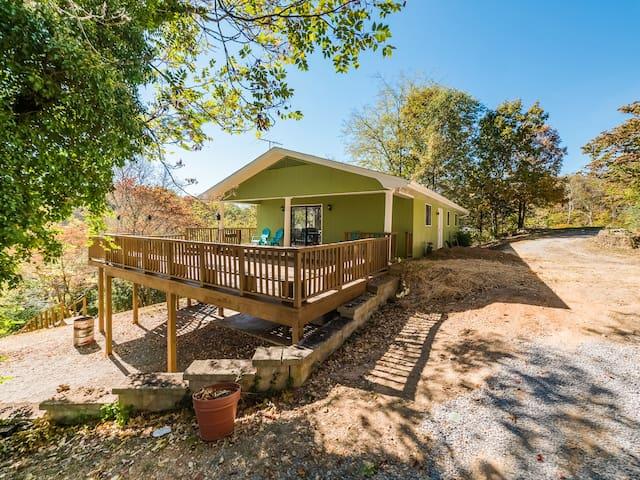Lakeside Retreat - Bass Cabin