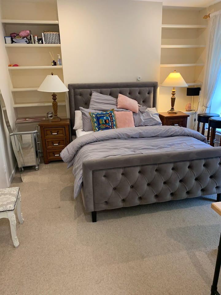 One bedroom for up to two guests in Dublin 4