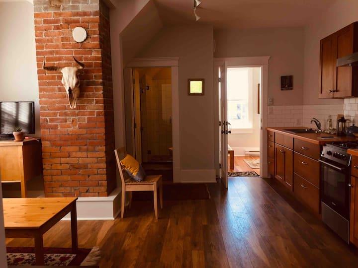 Fernwood character upper apartment