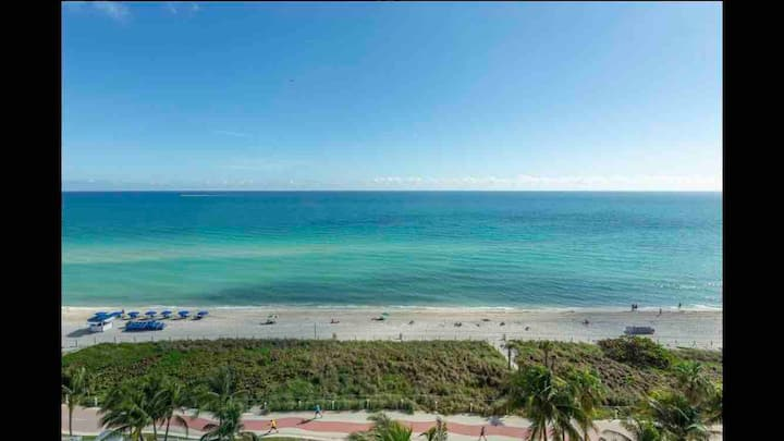 Beachfront Penthouse studio w/ pool on Miami Beach