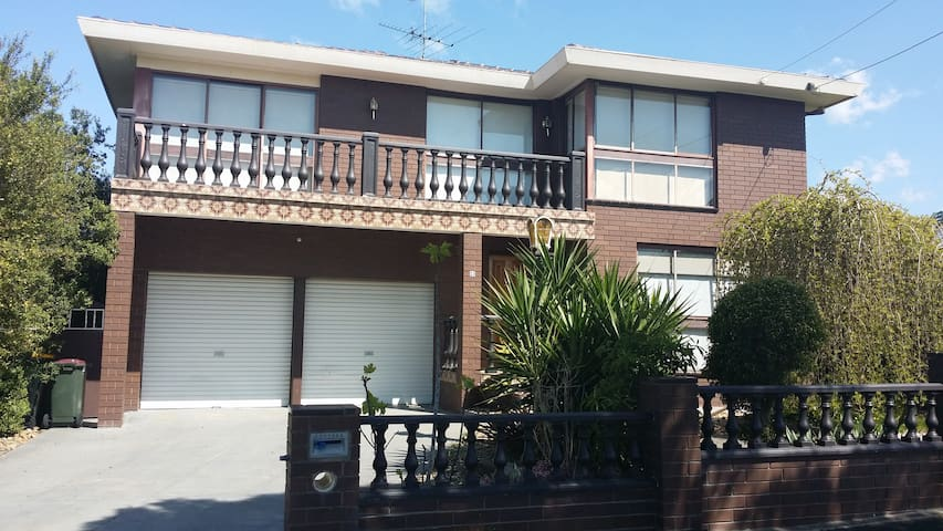 Spacious 2 storey house with views - Bell Post Hill - Casa
