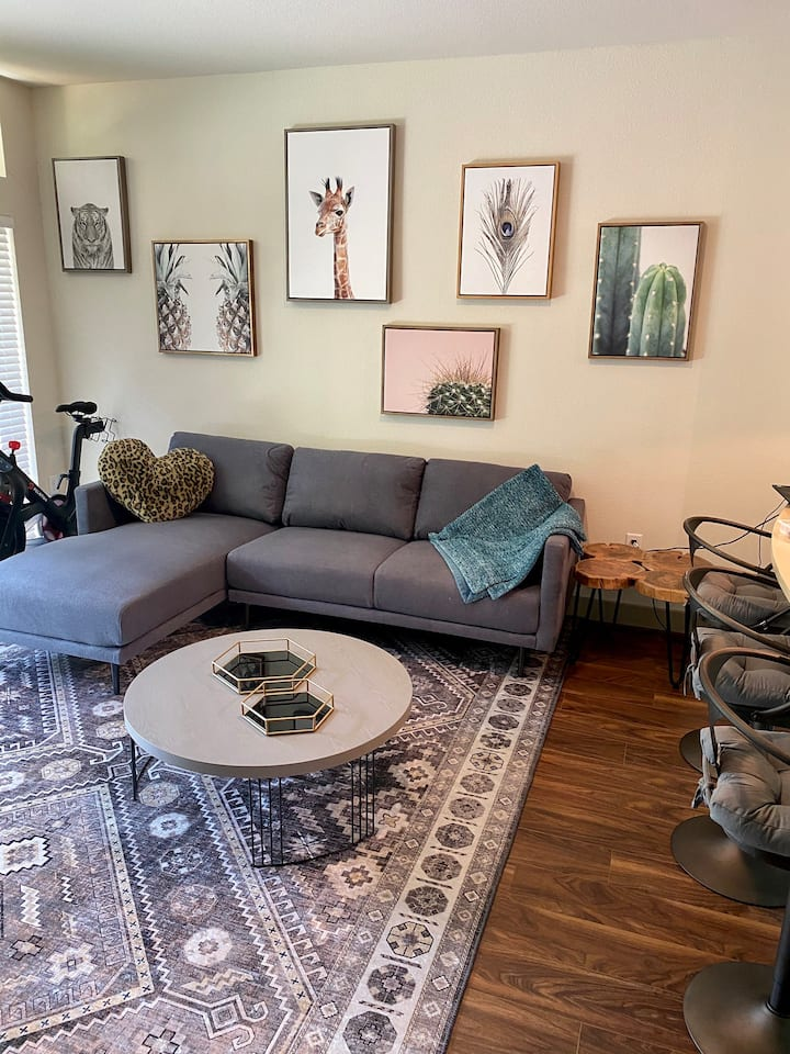 Entire Apartment- 1 mile to Domain or 15 mins DT