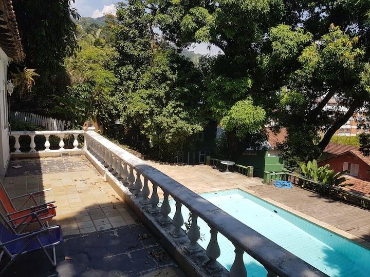 Casa com piscina no Cosme Velho