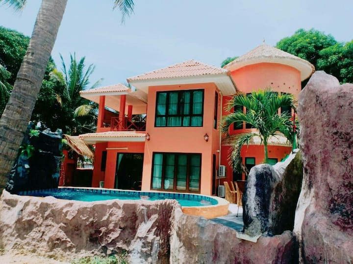Grunhin i daw pool villa