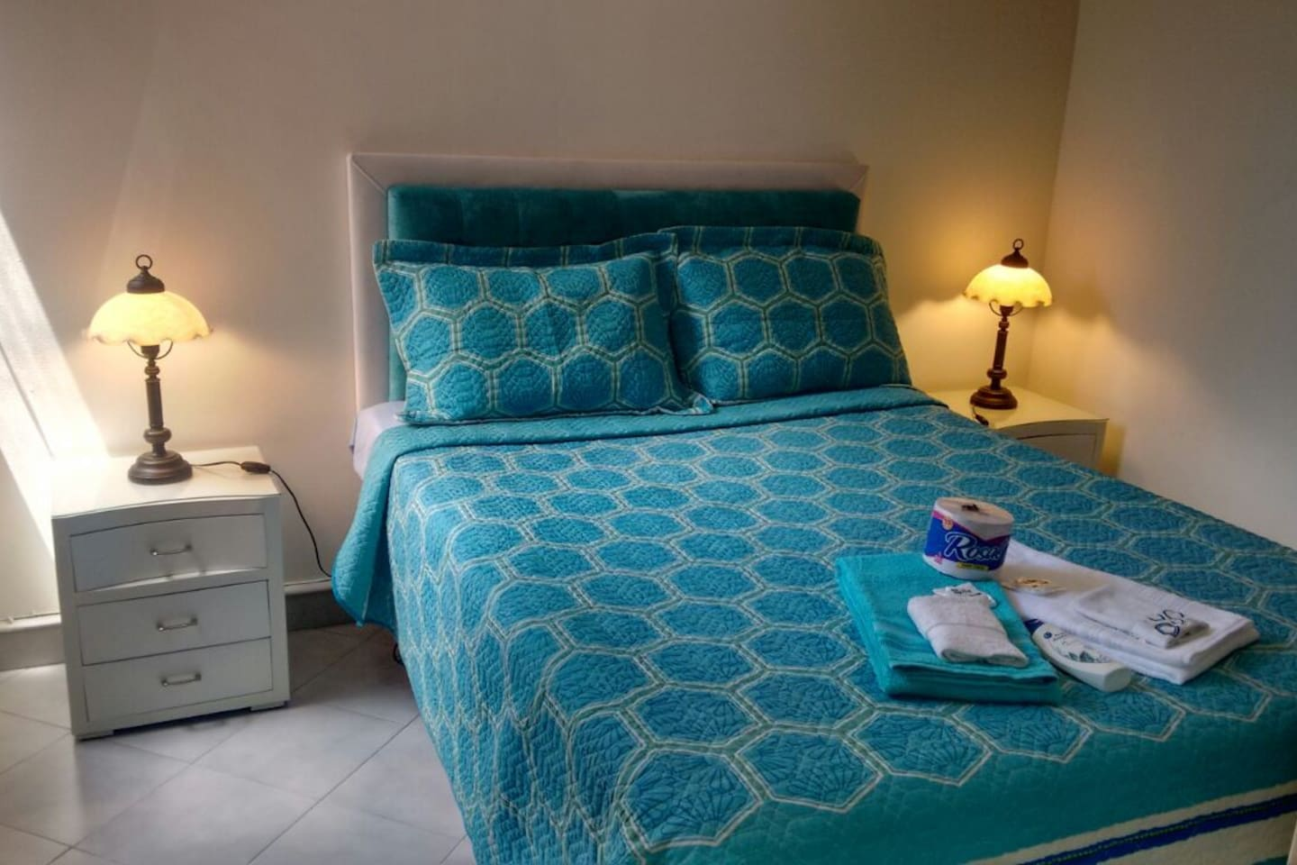 Master Room for rent with Private Bathroom, TV, Wifi and hot water.