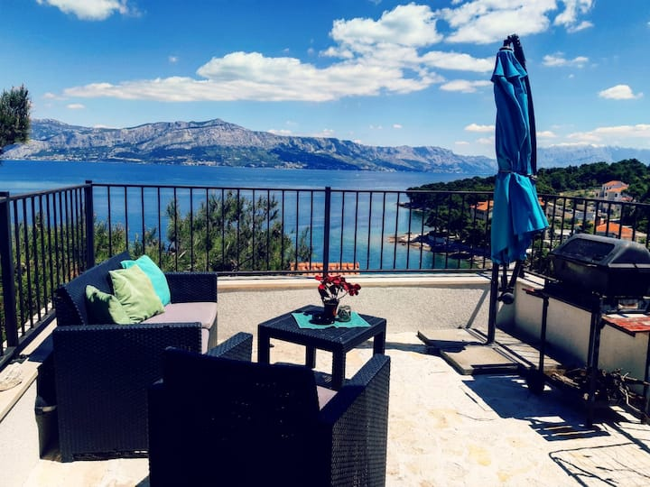 LAVANDA 3 -BED APARTMENT WITH A SEA VIEW