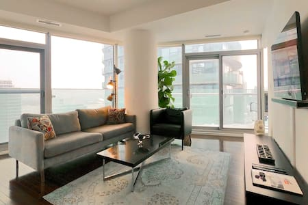 Stunning Harbor/City View: 2bdrm/2bth+Free Parking