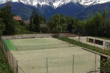 Terrain de tennis à trois minutes à pied