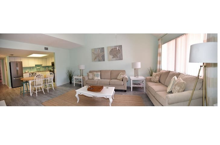 Gorgeous 2B/2Br Townhome Near Beach - Cape Canaveral - Hus