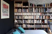 Chambre Bibliothèque lit queen size 160 cm