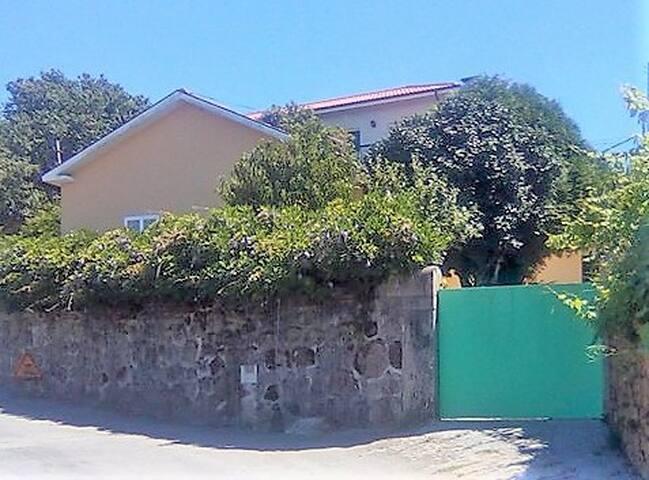 Com Alma House (1 Room)