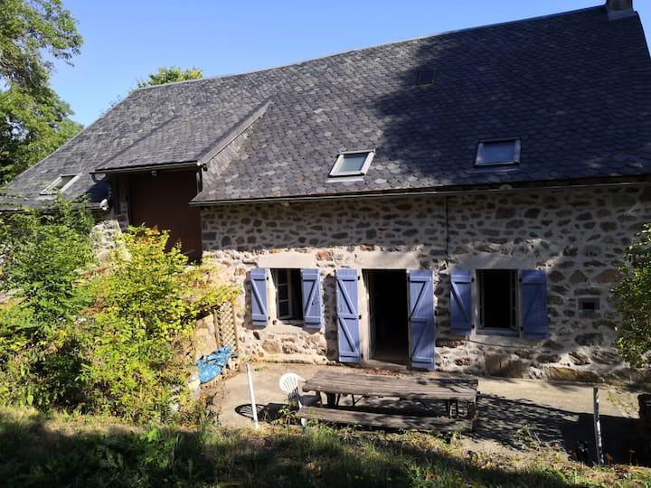 Ancienne ferme dans le massif du Sancy