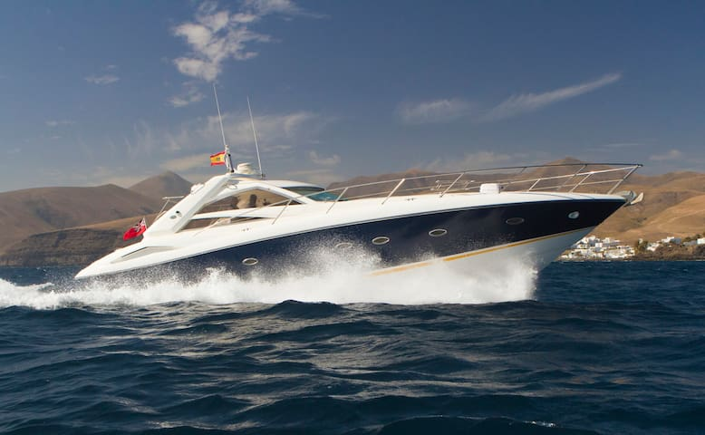 Stunning yacht in the harbor of Puerto Calero - Puerto Calero - Hajó